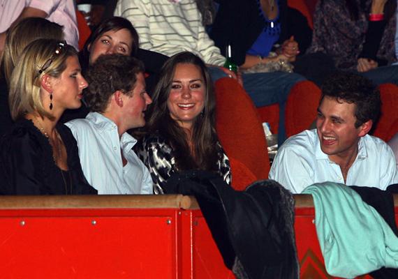 Az egyetem első évében így fotózták le Kate Middletont, aki barátaival és Rupert Finch-csel töltötte az estét.