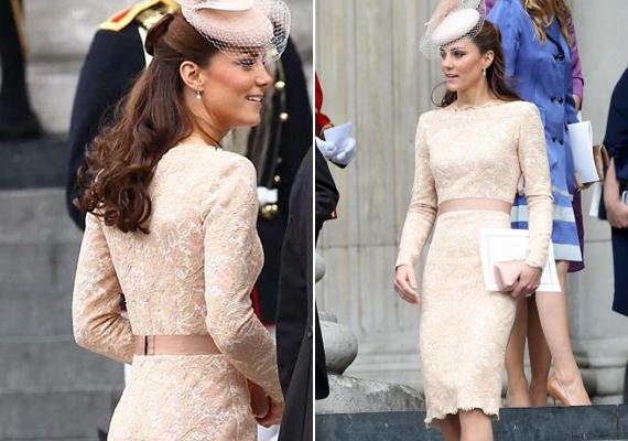 Ezt a barackszínű Alexander McQueen ruhát 2012-ben viselte, Hálaadás napján.