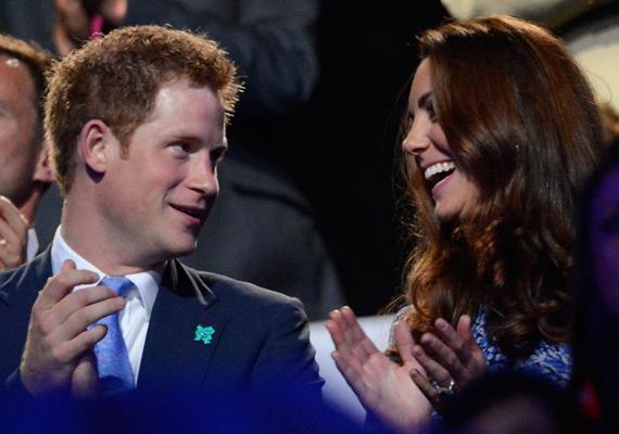 Az olimpiai játékok záró ünnepségén is folyton nevetgéltek, jól érezték magukat együtt.