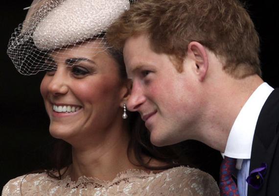 2012-ben hálaadás napján dugták össze a fejüket a Szent Pál-székesegyházban, Londonban.