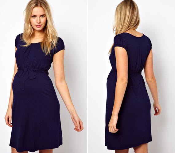 Miután a fotók megjelentek, természetesen ezért a ruháért is sokan kattintottak az Asos Maternity oldalára, hogy megrendeljék a kék, könnyű, dzsörzé anyagból készült ruhát, ami mindössze 33 fontba kerül.