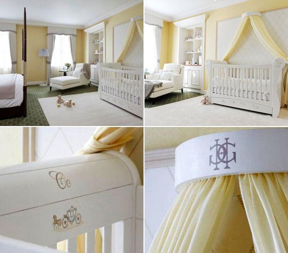 A gyerekágy a szülőkével egy szobában kapott helyet. A szobában a hófehér az uralkodó szín, amit halványsárga egészít ki. A kiságyon a koronás fők szimbólumai köszönnek vissza.