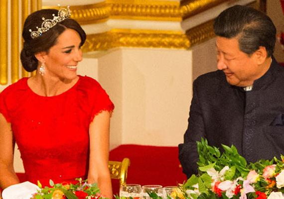 Xi Jinping elnök láthatóan nagyon élvezte a hercegné társaságát, egész este nevetgéltek.