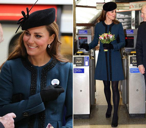 A Baker Streeten egy Malene Birger tervezte kék kabátban ment le az aluljáróba, hogy a királynővel és annak férjével március közepén felavassa a legújabb típusú metrót.