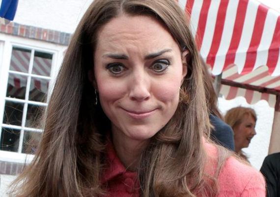 Vajon minek szól ez a grimasz? Az általában mosolygós Katalin most valaminek köszönhetően nagyon elfintorodott.