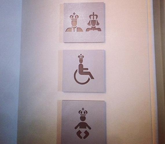 A mosdók ajtaján külön piktogramot kapott.