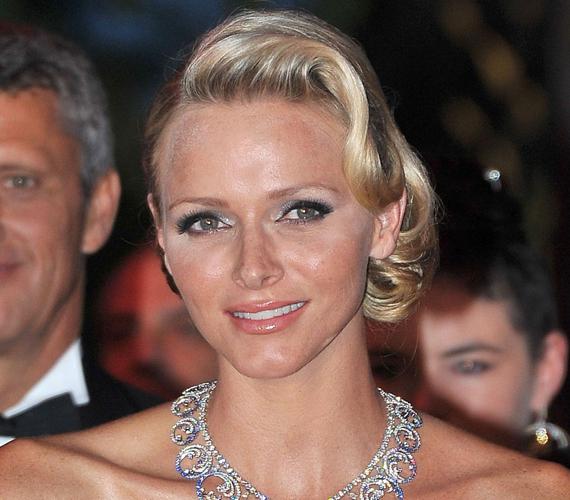 Charlene monacói hercegnő házassága előtt úszó volt, a 2000-ben ötödik lett csapatával az olimpián.