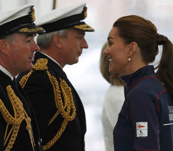 Szegény hercegnőnek nem ez volt a legjobb napja, hiszen sem a gyerekek, sem pedig a hajóskapitányok nem mosolyogtak vissza rá. Talán majd máskor.