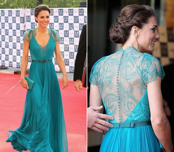 Katalin hercegnő egyik legszebb ruhája ez a türkiz, csipkeberakásos Jenny Packham darab volt.