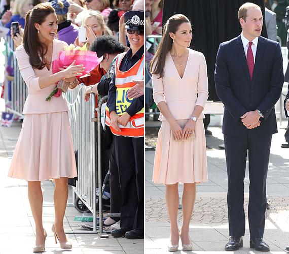2014 áprilisában, amikor Erzsébet királynőhöz látogattak Vilmos herceggel, ezt a púderszínű Alexander McQueen szettet viselte.
