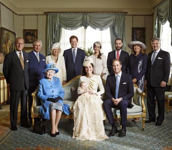 A teljes család: Vilmos mögött Katalin testvérei és szülei, a másik oldalon pedig a királyi család.
