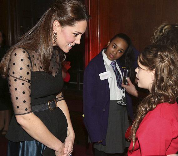 Katalin kedvesen el is beszélgetett a vendégségbe hívott gyerekekkel, a 11 éves Bailey Dunne pedig megkapta a Child Champion-díjat.