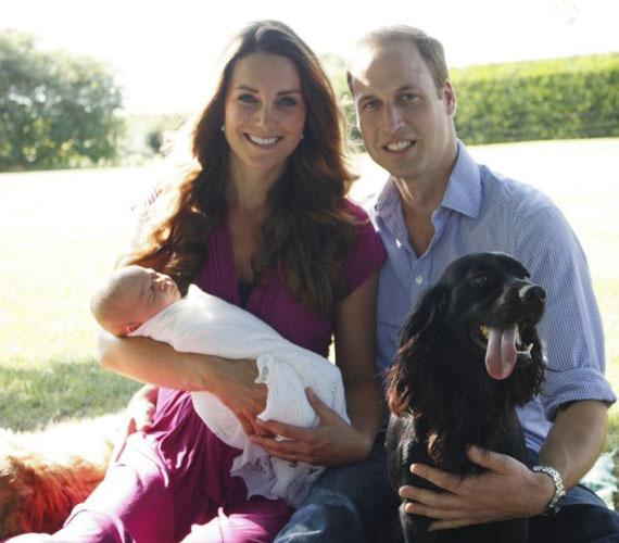 A felvétel Buckleburyben készült, és a képen a boldogan mosolygó ifjú szülők és a kis György mellett feltűnik Lupo, a pár cocker spánielje is.