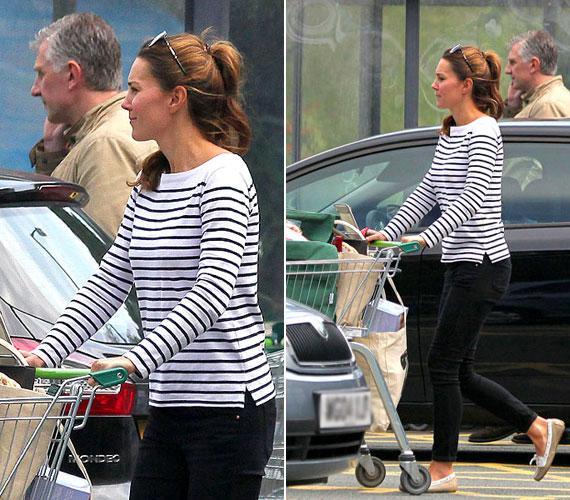 A US Weekly képei hétfőn, augusztus 26-án készültek Katalin hercegnőről a walesi Anglesey városkában, vásárlás után.