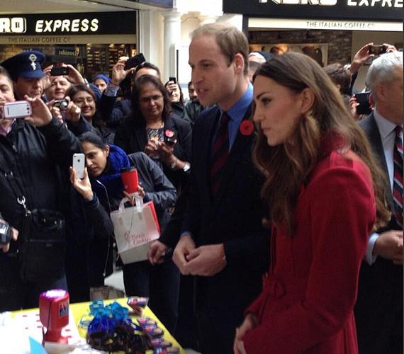 Egy londoni metróállomáson tűnt fel a hercegi pár.