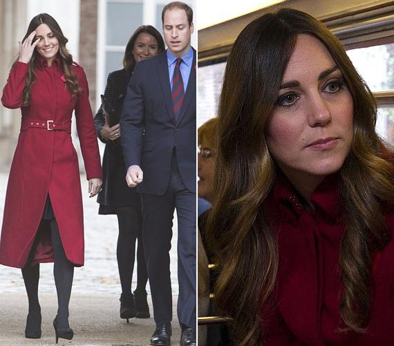 Otthonukból, a Kensington-palotából indultak útra, Katalin hercegnő egy L. K. Bennett kabátot viselt, amit 85 fontért lehet megvenni.