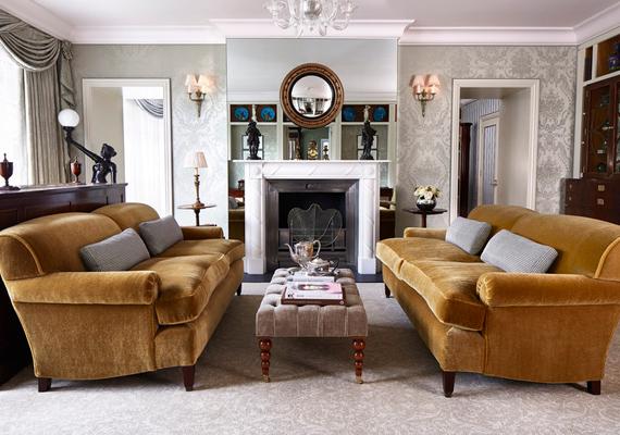 2010-ben építették újjá a királyi lakosztályt, amely Russell Sage lakberendező keze munkáját dicséri. A lakosztály központi eleme ez a nappali, természetesen egy gyönyörű kandallóval a középpontban.