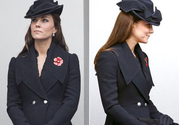 Jól eltakarta terhespocakját ez a Diane Von Fürstenberg által tervezett fekete kabát.