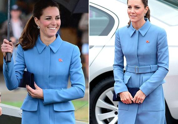 Alexander McQueen tervezte ezt a meseszép, kék színű hosszúkabátot.