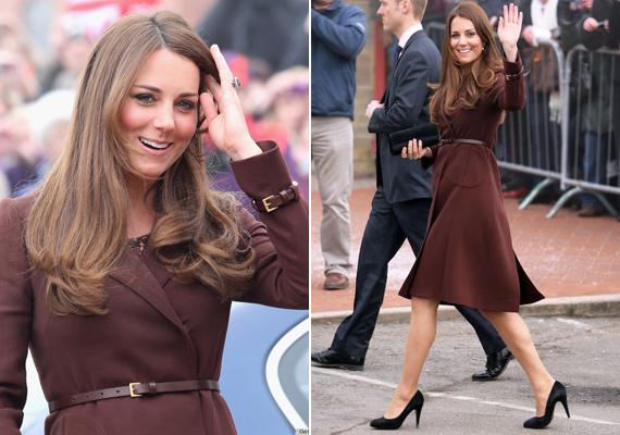 Ez a Hobbs kabát teljesen Katalin stílusa. Visszafogott, mégis látszik benne a hercegné gyönyörű alakja.