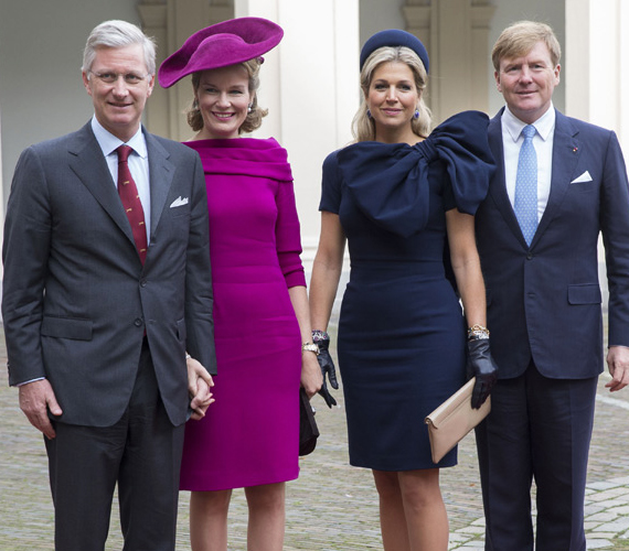 Mathilde királyné és Maxima királyné Hágában igen feltűnő ruhákban jelent meg.