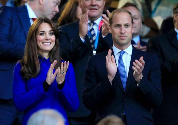 Harry herceg tartotta a sportesemény nyitó beszédét, több mint 82 ezer néző előtt. Katalin és Vilmos felállva tapsolt, hogy bátorítsák a fiatalabb herceget.