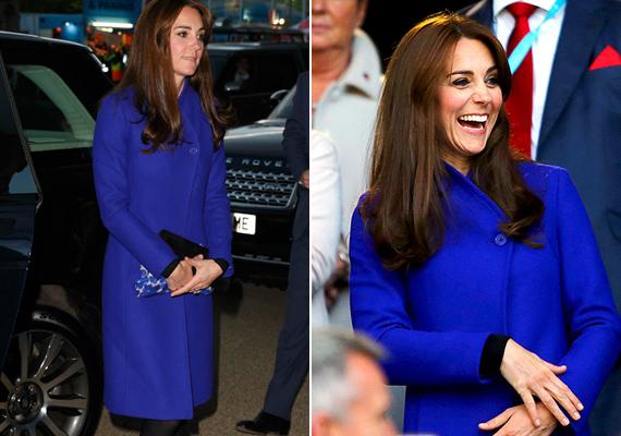 Nem győzték dicsérni a rajongók Katalin stílusát. A hercegnő most is tökéletesen választott, zafírkék kabátját hozzá passzoló kistáskával és egyszerű, fekete magas sarkúval párosította.