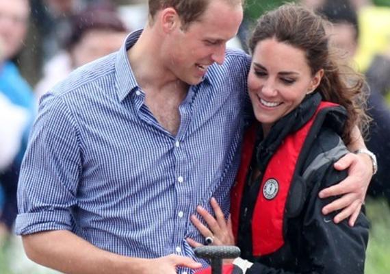 A 2011-es sárkányhajóversenyen is lencsevégre kapták az ölelkező párt. Nem csoda, hogy nagy volt a szerelem, hiszen az esküvőjük után két hónappal készült a kép.