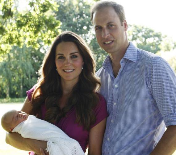 - Én is és Katalin is annyira az egekben voltunk megszületésekor, hogy nagyon boldogan mutattuk meg mindenkinek, aki látni akarta őt, világgá akartuk kürtölni, hogy ő a legszebb, ő a legjobb - nyilatkozta Vilmos herceg.