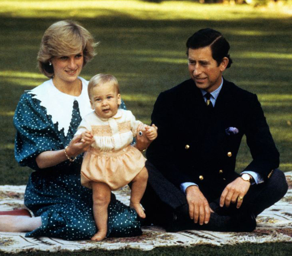 A pici Vilmosról is készültek hasonló képek, mint amilyenek most a fiáról, Györgyről.