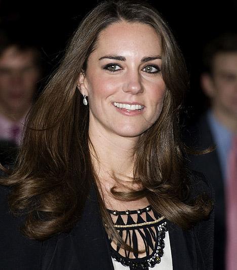 Elbűvölő a mosolya  Szülei a legjobb magániskolákba járatták a lányt, aki az évek során gyönyörű fiatal nővé érett - nem csoda, hogy Vilmos herceg szeme is megakadt rajta.  Kapcsolódó sztárlexikon: Ilyen volt, ilyen lett: Katalin hercegnő »
