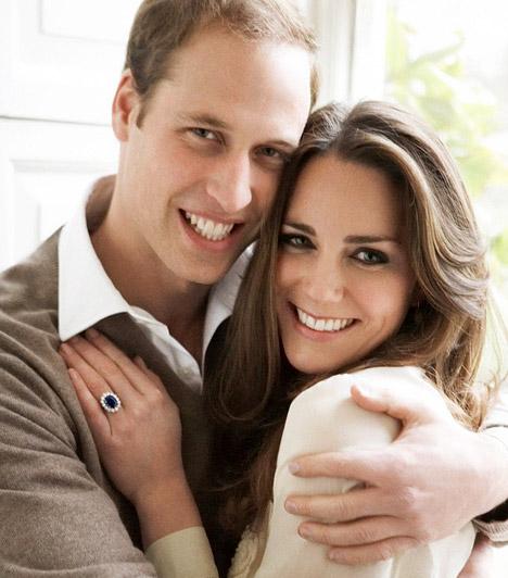 Bensőséges fotók  A komoly, beállított képek mellett a királyi ház történetében egyedülálló módon fesztelen, bensőséges érzelmekről árulkodó fotók is megjelentek, melyeken a szerelmespár mosolyogva öleli át egymást.  Kapcsolódó cikk: Előkerült fotó! Vilmos és Harry herceg, ahogy még senki sem látta őket »