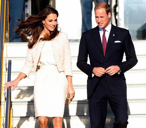 Szemkápráztató elegancia: azonnal minden szempár rájuk szegeződött, amint Kate Middleton és Vilmos herceg előbukkant a repülőből.