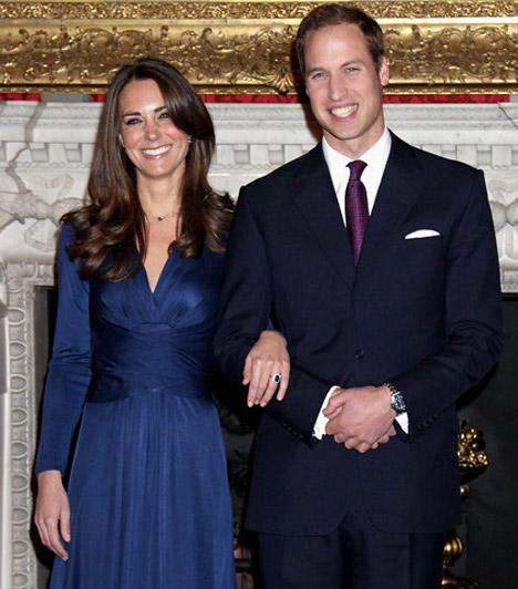 A nagy bejelentés  A herceg és menyasszonya 2010. november 16-án jelentették be eljegyzésüket, melyre kelet-afrikai kirándulásuk során került sor. A már most igazi divatikonnak tartott Kate a bejelentéskor egy sötétkék ruhát viselt, melynek olcsóbb változatát már több tucat divatcég piacra dobta.  Kapcsolódó képgaléria: Vilmos herceg élete képekben »