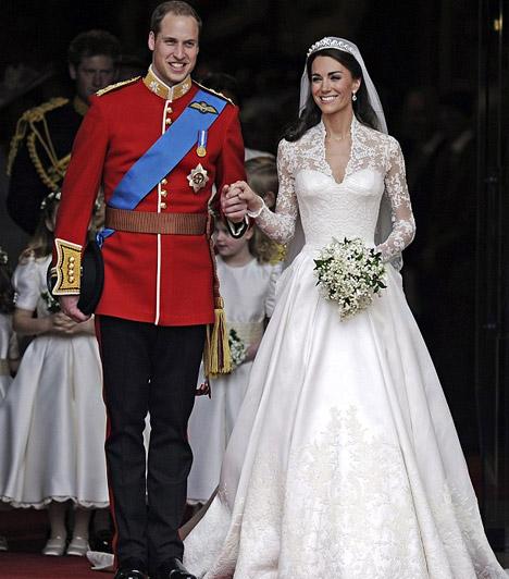 Elérkezett a nagy nap  Kate Middleton - a várakozásoknak megfelelően - az esküvőn is gyönyörű volt, szolid, hófehér ruhájában, melyet az Alexander McQueen divatház egyik tervezője, Sarah Burtno álmodott a menyasszony csodás alakjára.
