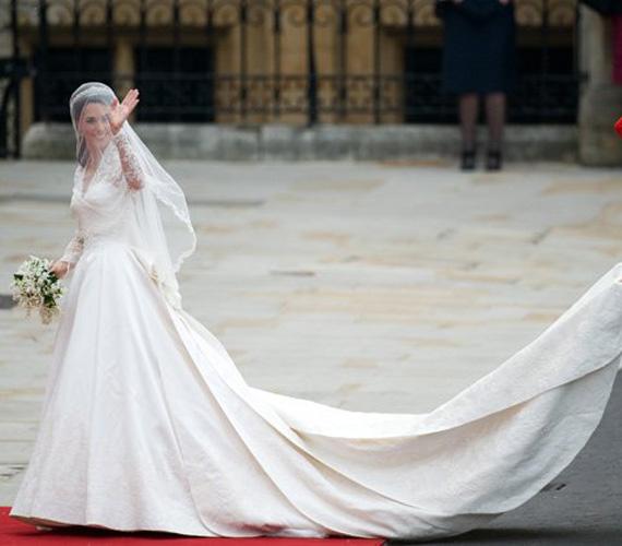 Mert ebben a gyönyörű Alexander McQueen ruhában csodálhattuk meg az esküvő napján.
