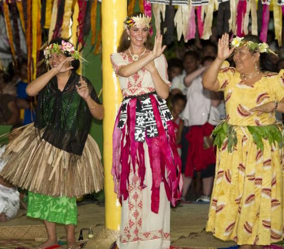 A törzsi táncban is részt vettek a Salamon-szigeteken.