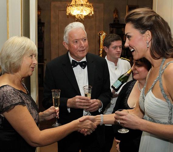 Az In Kind Direct jótékonysági alapot még Károly herceg hozta létre 1996-ban, de Katalin hercegnő bája és vonzereje lendítheti fel 2011-ben.