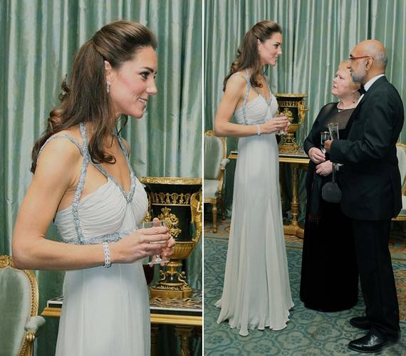 Katalin hercegnő nem csak szépségével tűnt ki, 177 centiméterével és magassarkú cipőjével egészen a vendégek fölé magasodott.