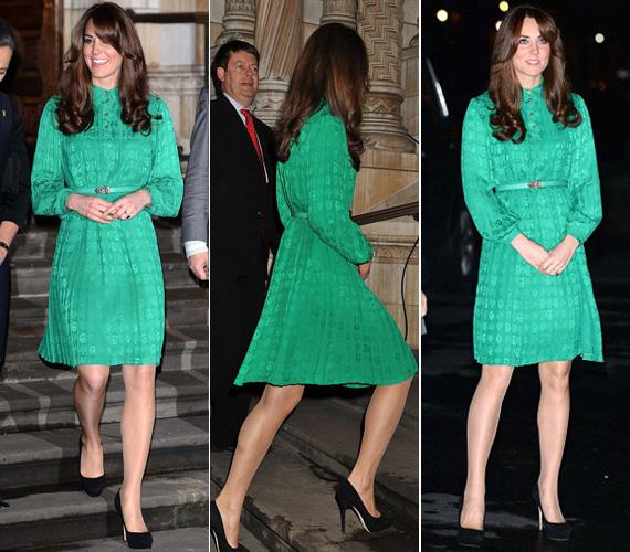 Úgy tűnik, a zöld a kedvenc színe. Az 1400 fontos, smaragdzöld Mulberry selyemruha puffos ujjával, magasan záródó, gombos, gallérral díszített felsőrészével és pörgős szoknyarészével a nyolcvanas éveket idézte.