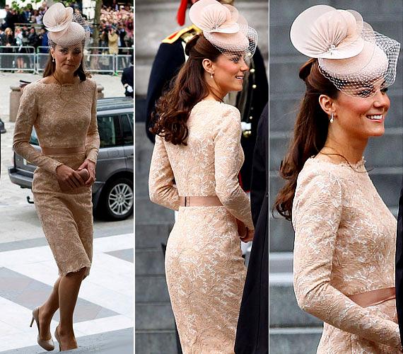 Nyáron viselte ezt a mesés, bézs színű csipkedíszítésű Alexander McQueen-darabot, amit egy különleges Jane Taylor kalappal tett még elegánsabbá.