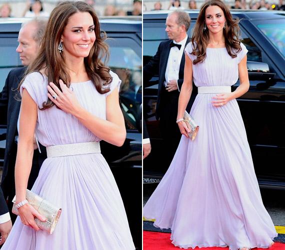 A BAFTA-díjátagó gálán egy Alexander McQueen estélyiben lépett a vörös szőnyegre.