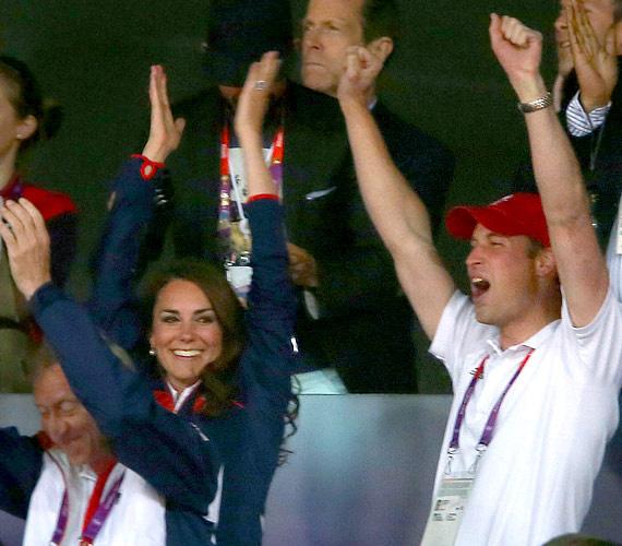 Így örült a hercegi pár, amikor aranyérmet szerzett a hosszútávfutó Mo Farah.