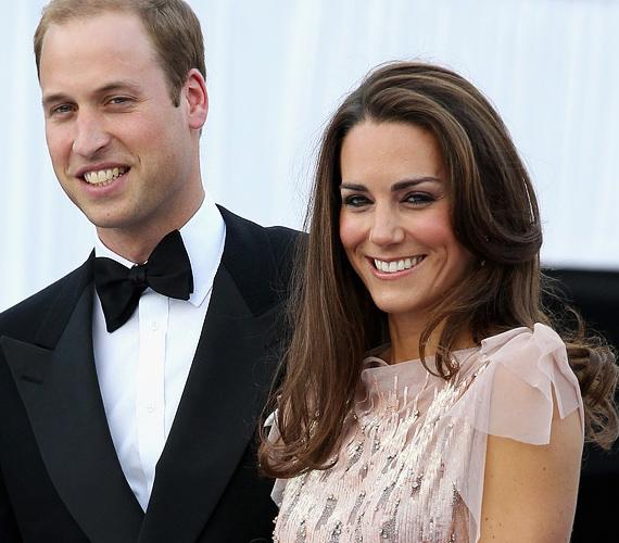 A 29 éves Katalin hercegnő és Vilmos szemmel láthatóan odavannak egymásért, egy tapodtat sem mozdultak egymás mellől.