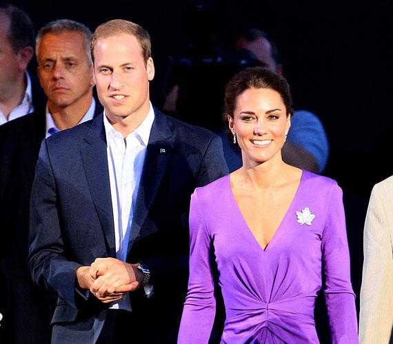 Katalin hercegnő egyébként szereti ezt a színt, kanadai körútjukon például egy orgonalila estélyiben jelent meg a gálaesten.