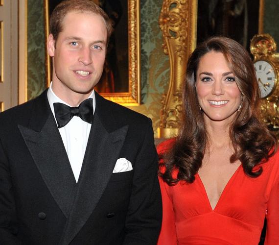A hercegi pár áltagos, visszavonult élete igyekszik élni, így, ha nagy ritkán megjelennek együtt közösen, minden szem rájuk szegeződik.