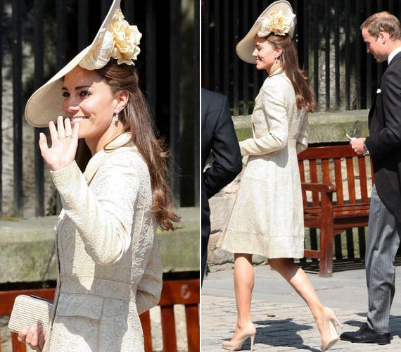 Az esküvő mérsékelt médiafelhajtás mellett, családi körben, vidám és romantikus hangulatban zajlott, a hercegi pár a vendégek közé vegyülve élvezte a ceremóniát.