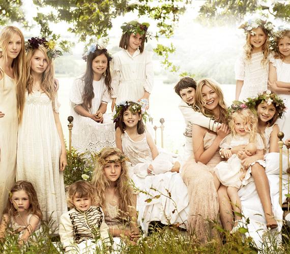 Moss július 1-jén állt oltár elé zenész kedvesével az angliai Gloucestershire-ben, menyasszonyi ruháját John Galliano tervezte.