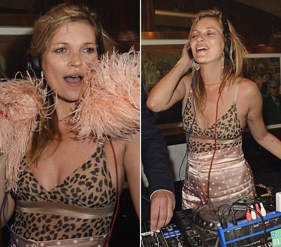 Kate Moss még a DJ-pultba is beállt, annyira jól érezte magát.