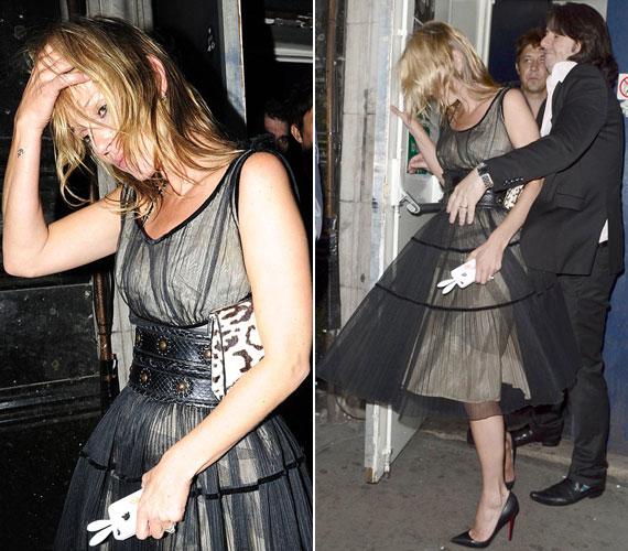 Kate Moss férjével, Jamie Hince zenésszel a Rock On jótékonysági esten, amelyen szemmel láthatólag többet ivott a kelleténél - a kijáratnál egy idegen férfinak kellett kitámogatnia.